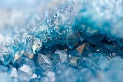 Blauer Kristalle Achat SiO2 Makro stockfoto