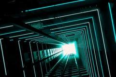 Blauer leuchtender Aufzug-Tunnel stockfotografie