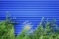 Blauer Metallplattenzaunhintergrund Lizenzfreies Stockbild