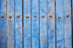 Blauer Metallzaun stockbild