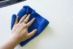 Blauer microfiber Stoff für Reinigungsauto Stockfotografie