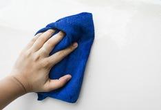 Blauer microfiber Stoff für Reinigungsauto Lizenzfreies Stockbild