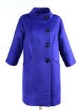 Blauer modischer Mantel auf der Attrappe lokalisiert auf grauem Hintergrund Oberbekleidung, Sammlung von Frühling 2017 Lizenzfreies Stockfoto