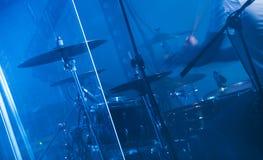 Blauer musikalischer Fotohintergrund, Felsentrommeln Lizenzfreies Stockbild