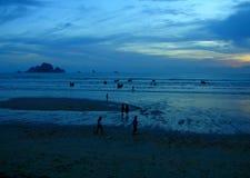 Blauer mystischer Sonnenuntergang stockbilder