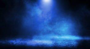 Blauer nebelhafter dunkler Hintergrund stockfotografie