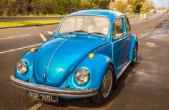 Blauer Oldtimer Käfer stockbilder