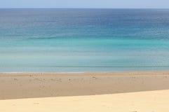 Blauer Ozean und Strand Lizenzfreies Stockfoto
