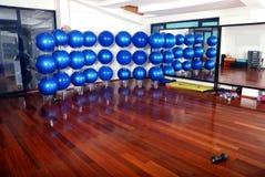 Blauer pilates Kugelhintergrund Lizenzfreies Stockfoto