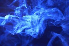 Blauer Rauchauszugshintergrund Stockfoto