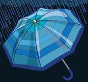 Blauer Regenschirm schützt sich vor Regen und Sturm Lizenzfreie Stockfotografie