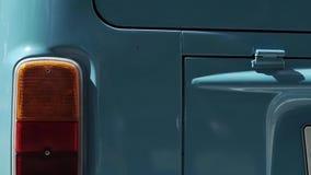 Blauer Retro- Bus stock video