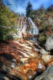 Blauer Ridge Mountain Waterfall lizenzfreie stockfotos