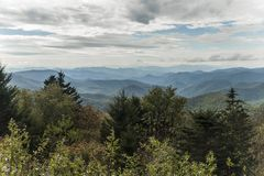 Blauer Ridge Parkway - Caney-Gabel übersehen stockbilder