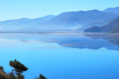 Blauer See Stockbild
