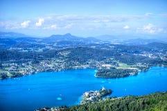 Blauer See in den österreichischen Alpen, Vogelperspektive 3 Stockfotografie