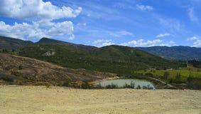 Blauer See in einer Wüste in Boyaca Kolumbien Stockbild