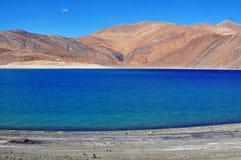 Blauer See im Himalajamontain Stockfotografie