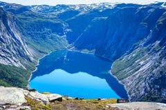 Blauer See in Norwegen nahe Trolltunga Stockfoto
