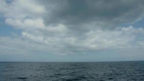 Blauer See- und Himmelhorizonthintergrund stock video footage