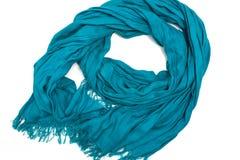 Blauer silk Schal mit Franse auf weißem Hintergrund Stockfotografie