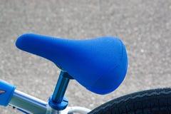 Blauer Sitz des Fahrrades Lizenzfreies Stockfoto