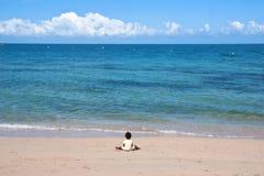 Blauer Strand bei Neu-Kaledonien Lizenzfreie Stockfotos