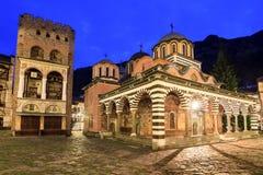 Blauer Stunde Rila-Klosterturm von Hrelyu lizenzfreies stockfoto