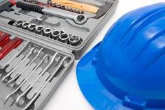 Blauer Sturzhelm und Werkzeugkasten der Sicherheit Lizenzfreies Stockfoto