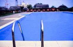 Blauer Swimmingpool   Stockbild