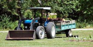 Blauer Traktor Lizenzfreies Stockfoto