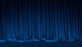 Blauer Trennvorhang im Theater Lizenzfreie Stockfotografie