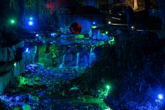 Blauer und grüner von Scheinwerfern beleuchtet Strom stockbilder