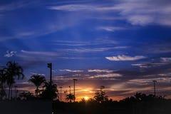 Blauer und orange Sonnenaufgang Stockfotografie