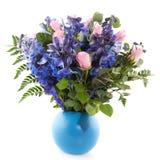 Blauer und rosafarbener Blumenstrauß Stockfotos