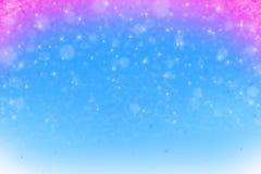 Blauer und roter Weihnachtshintergrund mit Schneeflocken Stockfotos