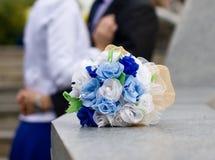 Blauer und weißer Hochzeitsblumenstrauß Stockfotografie