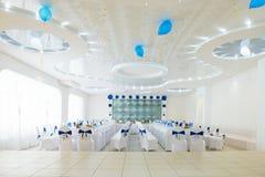 Blauer und weißer Innenraum des Restaurants stockbilder