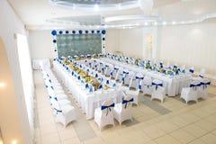 Blauer und weißer Innenraum des Restaurants lizenzfreie stockfotografie