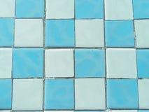 Blauer und weißer Keramikfliesenbeschaffenheitsboden lizenzfreie stockbilder