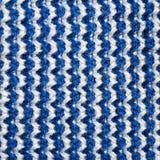 Blauer und weißer Strickgarnbeschaffenheitshintergrund lizenzfreie stockfotografie