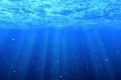 Blauer Unterwasserhintergrund Stockfotos