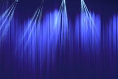 Blauer Vorhang mit Licht im Theater Lizenzfreie Stockbilder