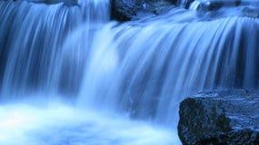 Blauer Wasserfall Stockbild
