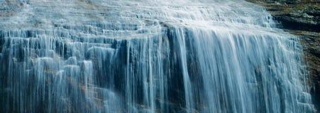 Blauer Wasserfall Lizenzfreie Stockfotos