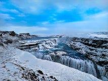 Blauer Wasserfall Gullfoss lizenzfreies stockfoto