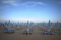 Blauer weißer Strand Lizenzfreies Stockbild