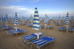Blauer weißer Strand Stockfotografie