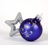 Blauer Weihnachtsball Lizenzfreie Stockfotografie