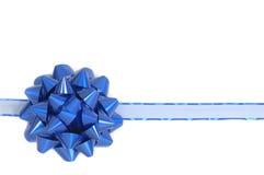 Blauer Weihnachtsbogen und -farbband Stockfotografie